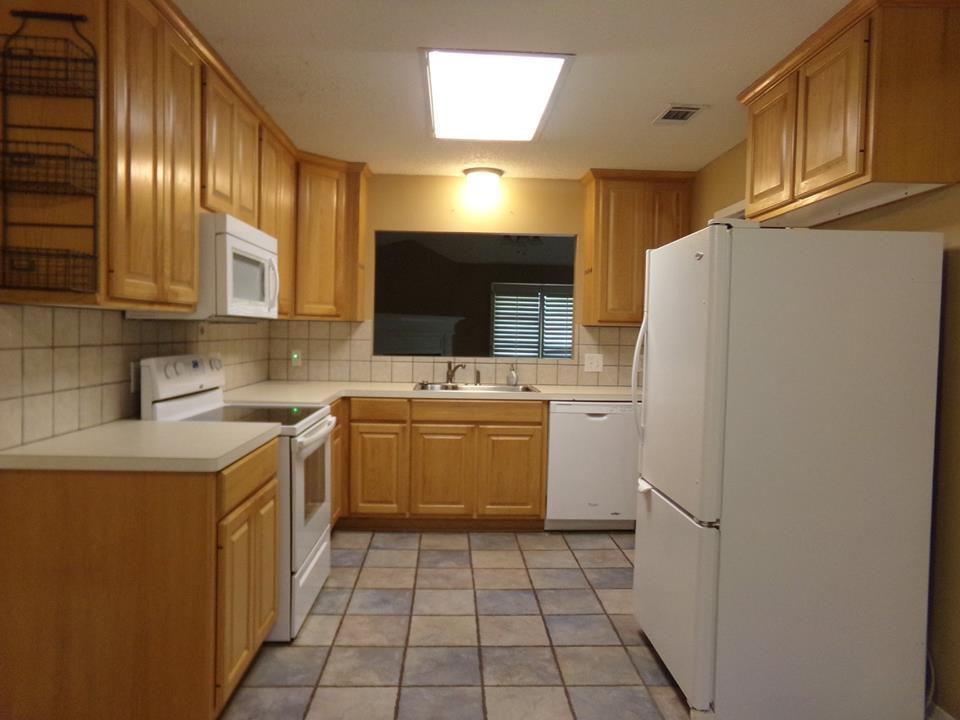 Barham Properties - real estate agency    Photo 2 of 10   Address: 924 N University Dr, Nacogdoches, TX 75961, USA   Phone: (936) 559-7304