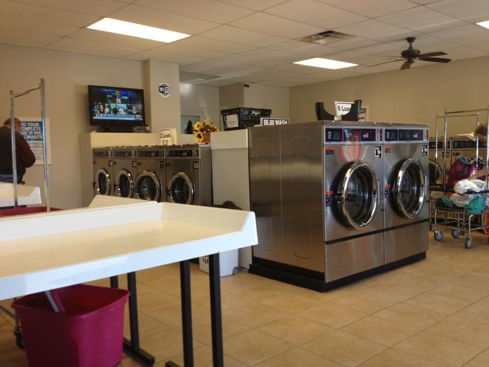 Northern Coin Laundry - laundry  | Photo 9 of 10 | Address: 3025 E Northern Ave, Kingman, AZ 86409, USA | Phone: (928) 757-5252
