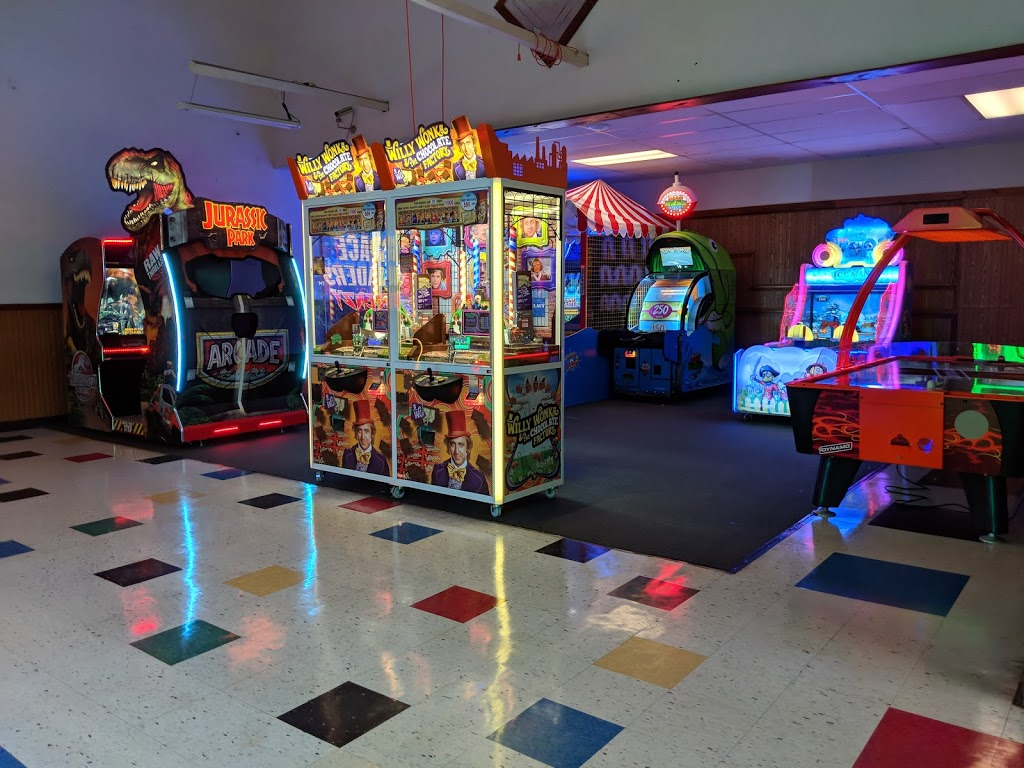 Plum Hollow Family Center - bowling alley  | Photo 2 of 10 | Address: 1933 IL-26, Dixon, IL 61021, USA | Phone: (815) 271-4101