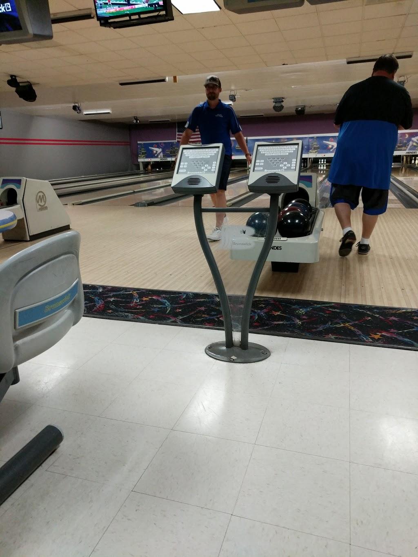 Pin Splitter Lanes - bowling alley  | Photo 4 of 10 | Address: 1402 W Peru St, Princeton, IL 61356, USA | Phone: (815) 879-5811