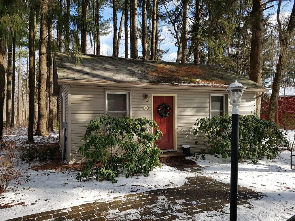 Woodfield Manor - lodging  | Photo 10 of 10 | Address: 472 Red Rock Rd, Cresco, PA 18326, USA | Phone: (570) 895-4401