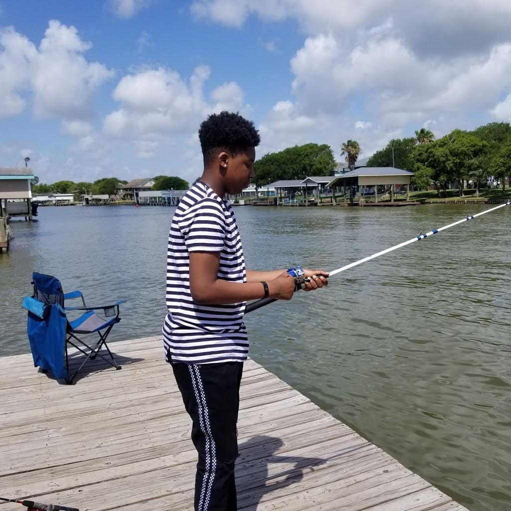 Big Fish Haus Vacation Rental - lodging  | Photo 9 of 10 | Address: 201 Creekside Dr, Sargent, TX 77414, USA | Phone: (979) 493-6121