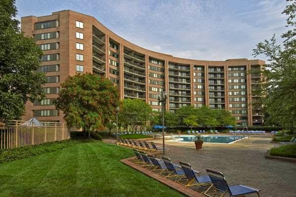 Water Park Towers Apartments - real estate agency  | Photo 7 of 10 | Address: 1501/1505 Crystal Dr, Arlington, VA 22202, USA | Phone: (703) 418-1000