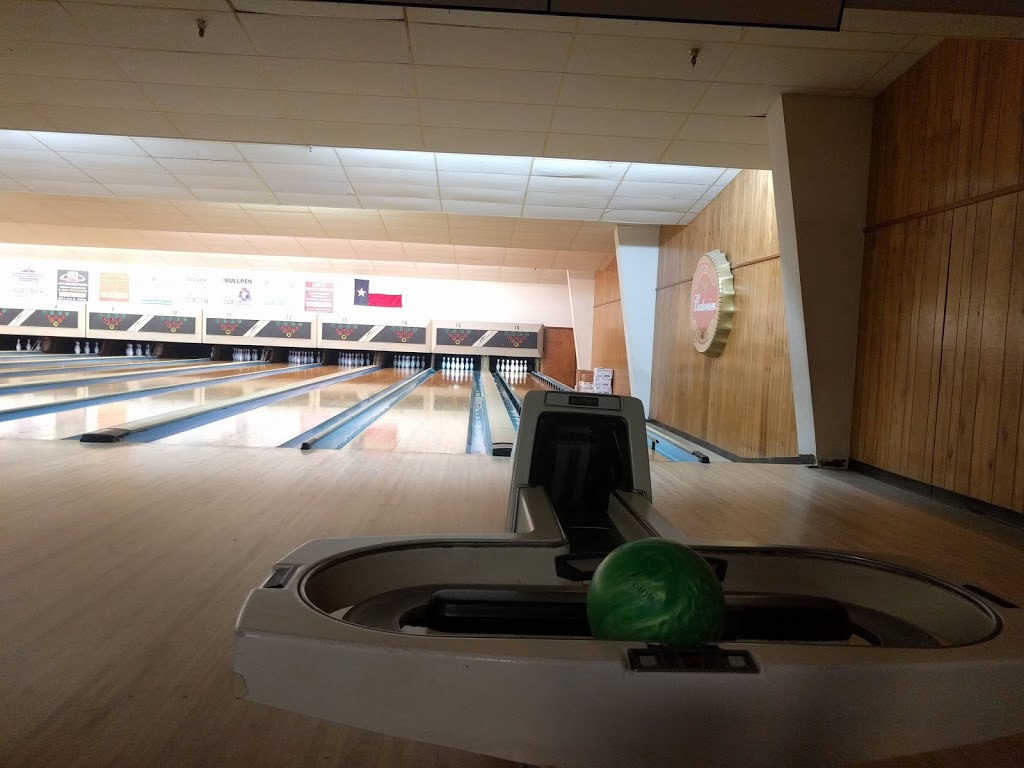 Leesure Lanes - bowling alley  | Photo 1 of 7 | Address: 2249 US-290, Giddings, TX 78942, USA | Phone: (979) 542-3195