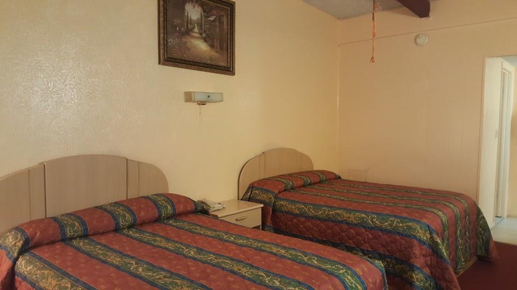 Relax Inn - lodging    Photo 8 of 10   Address: 1230 US-84, Goldthwaite, TX 76844, USA   Phone: (325) 648-2288