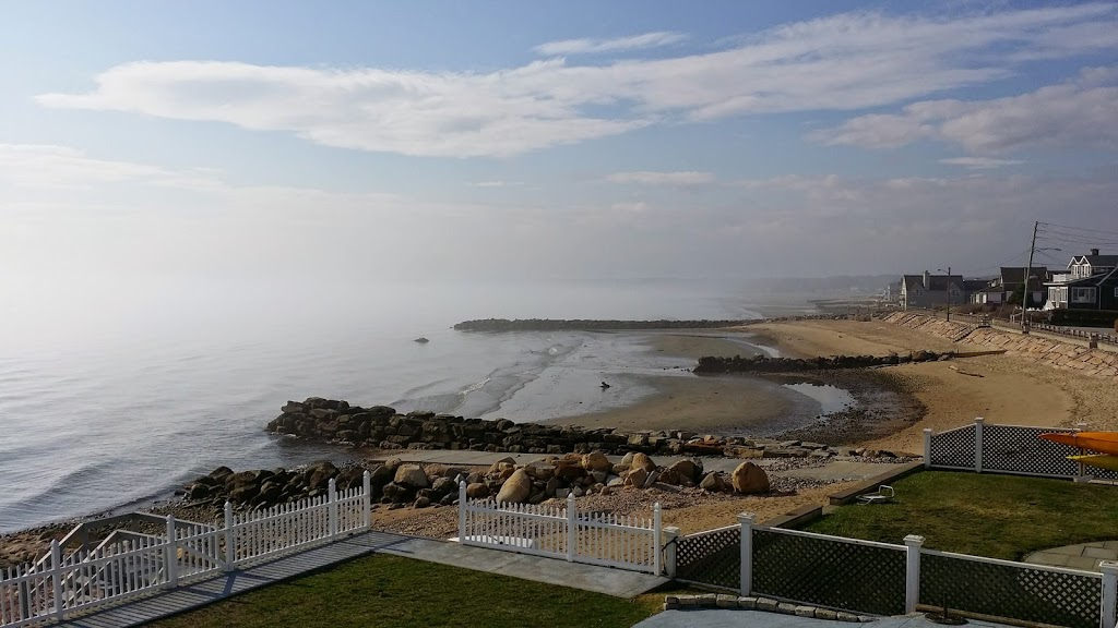 Cornfield Point Beach House - real estate agency  | Photo 6 of 10 | Address: 5 W Shore Dr, Old Saybrook, CT 06475, USA | Phone: (860) 339-6487