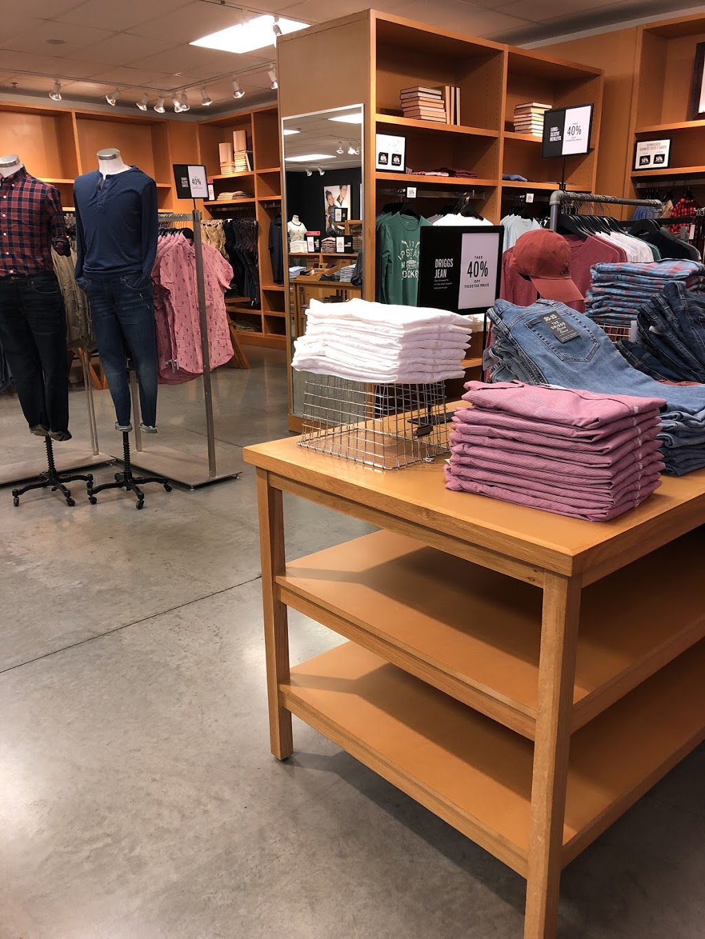 J.Crew Factory - clothing store  | Photo 9 of 10 | Address: 4401 N Interstate Hwy 35 Suite 539, Round Rock, TX 78664, USA | Phone: (512) 869-2096