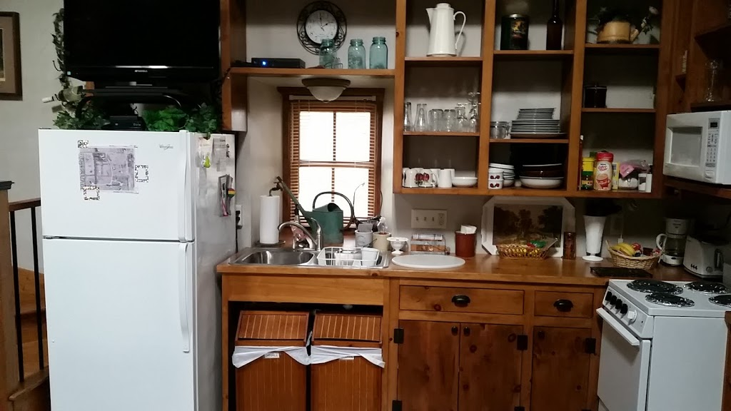 Bed And Breakfast Garden House - lodging    Photo 6 of 7   Address: 3145 Western Ave, Jackson, WI 53037, USA   Phone: (414) 322-8467