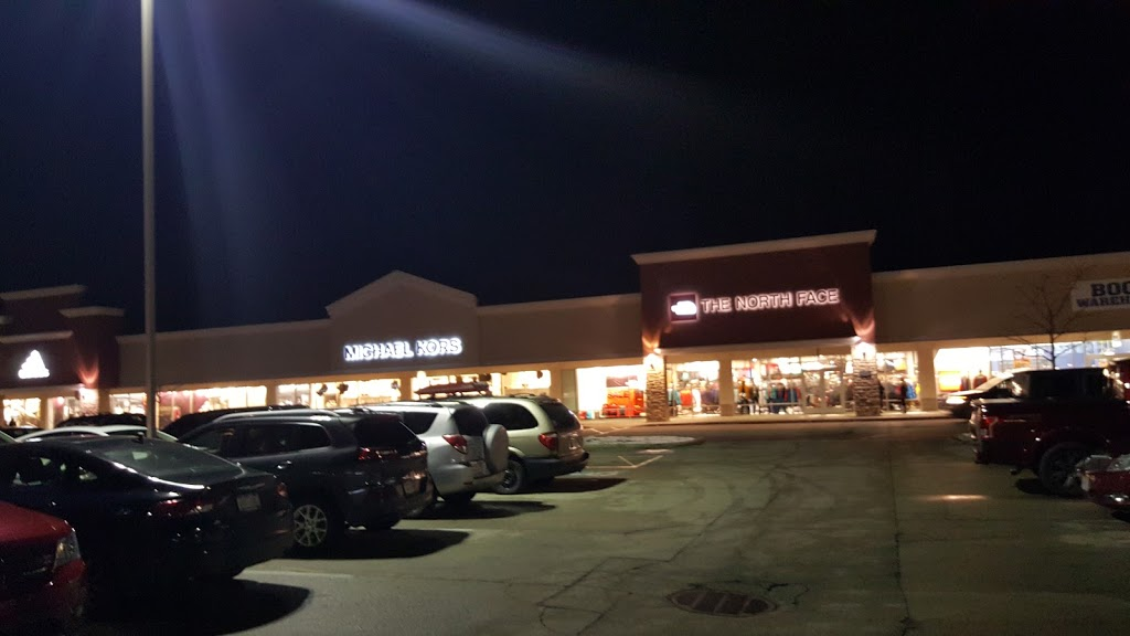 The North Face Outlet - clothing store    Photo 8 of 10   Address: 11601 108th St Spc 577, Pleasant Prairie, WI 53158, USA   Phone: (262) 857-1188