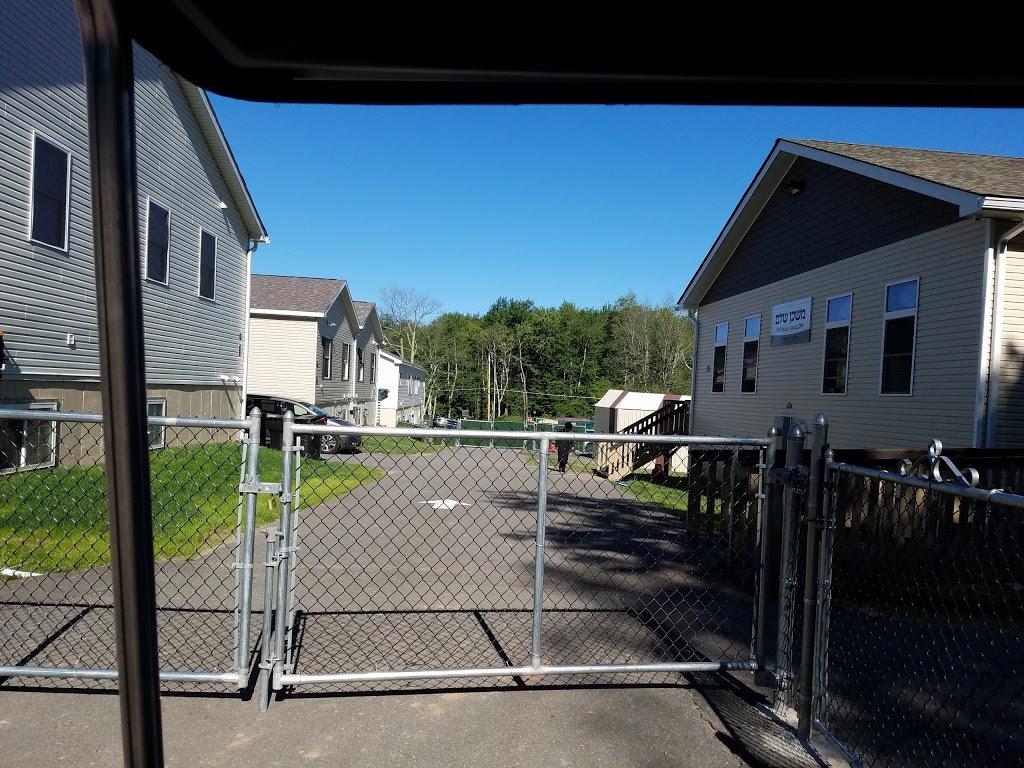 Harmony Hills - lodging  | Photo 2 of 10 | Address: 404 Laurel Ave, Fallsburg, NY 12733, USA | Phone: (845) 270-1213