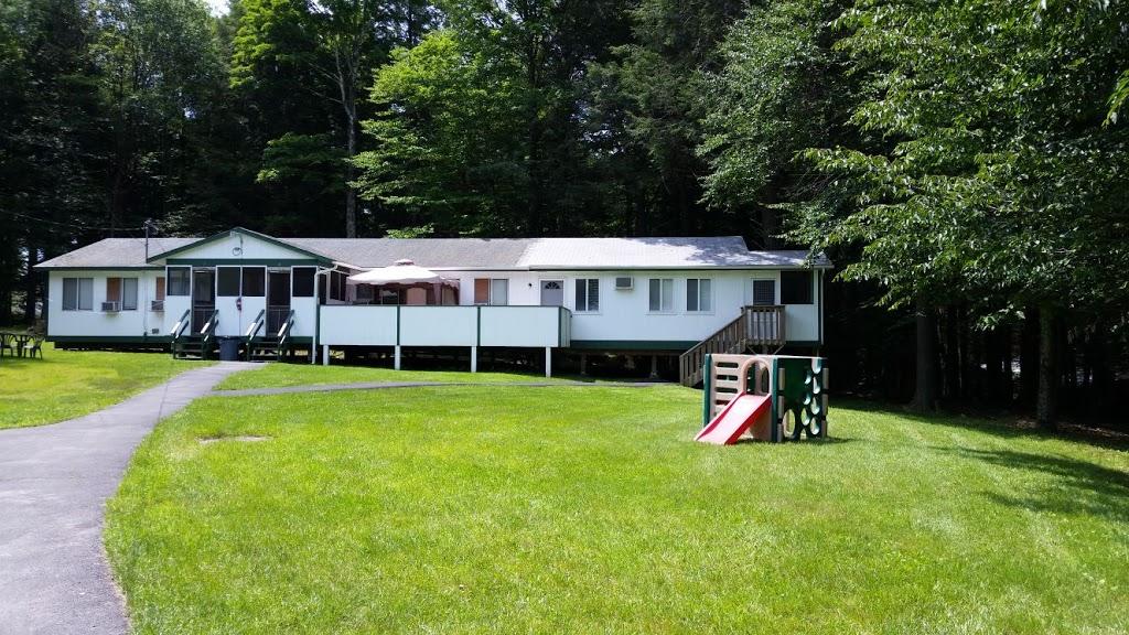 Koson Bungalows - lodging  | Photo 5 of 10 | Address: 389 Riverside Dr, Fallsburg, NY 12733, USA | Phone: (845) 436-8021
