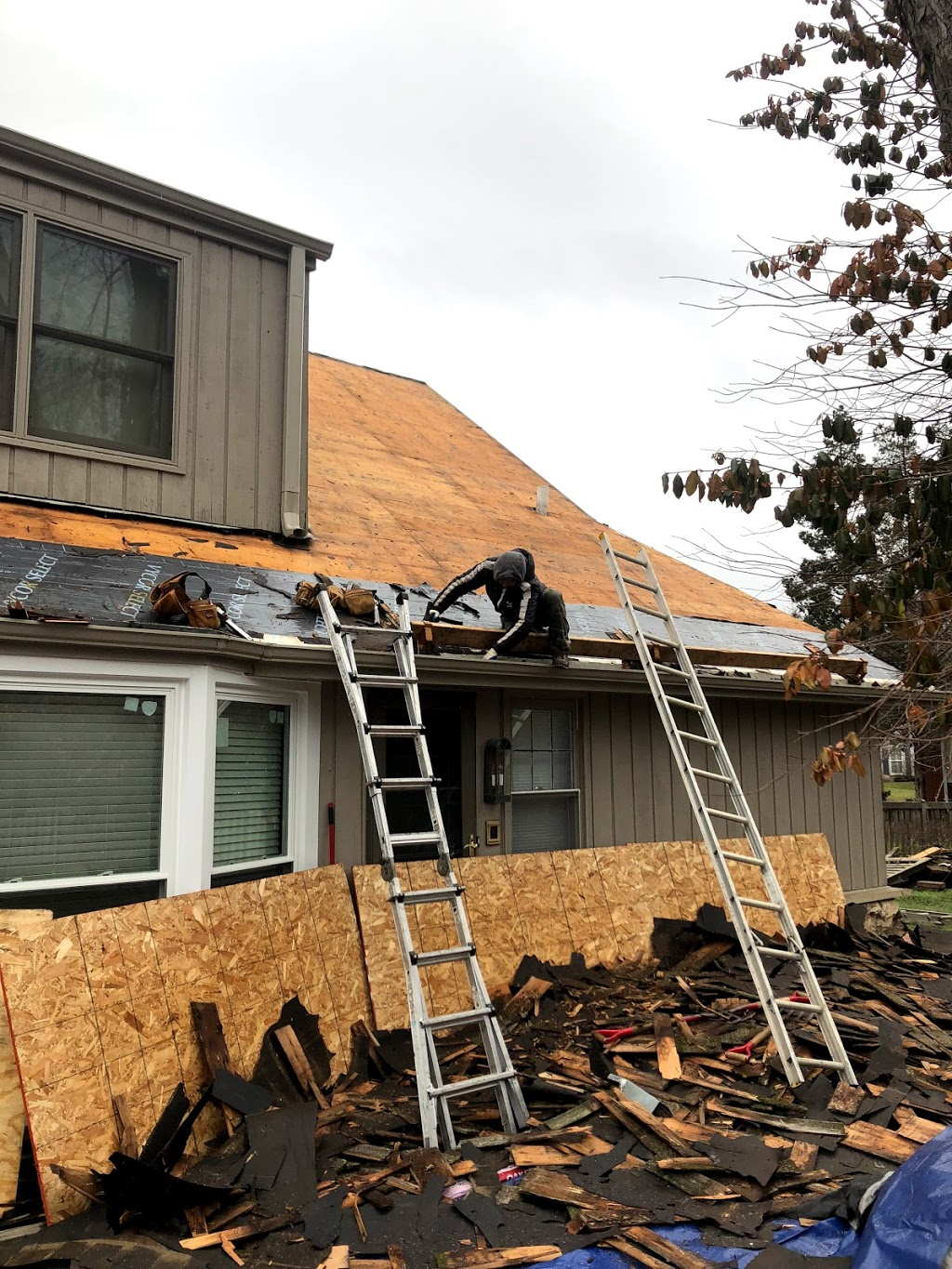 General Roofing Inc - roofing contractor    Photo 4 of 10   Address: 924 E Old Willow Rd APT 202, Prospect Heights, IL 60070, USA   Phone: (773) 226-1223