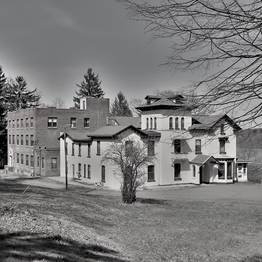 Hudson House Distillery - lodging    Photo 3 of 3   Address: 1835 Rte 9W, West Park, NY 12493, USA