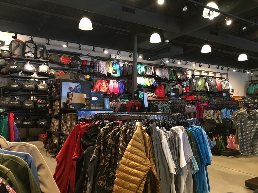 The North Face Outlet - clothing store    Photo 1 of 10   Address: 11601 108th St Spc 577, Pleasant Prairie, WI 53158, USA   Phone: (262) 857-1188