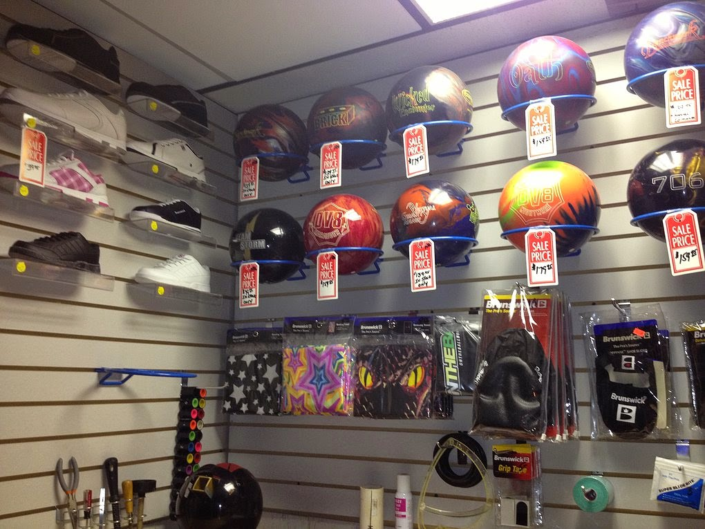 Wildwood Bowling Center - bowling alley  | Photo 8 of 10 | Address: 3951 Lake Ave, Riverhead, NY 11901, USA | Phone: (631) 727-6622