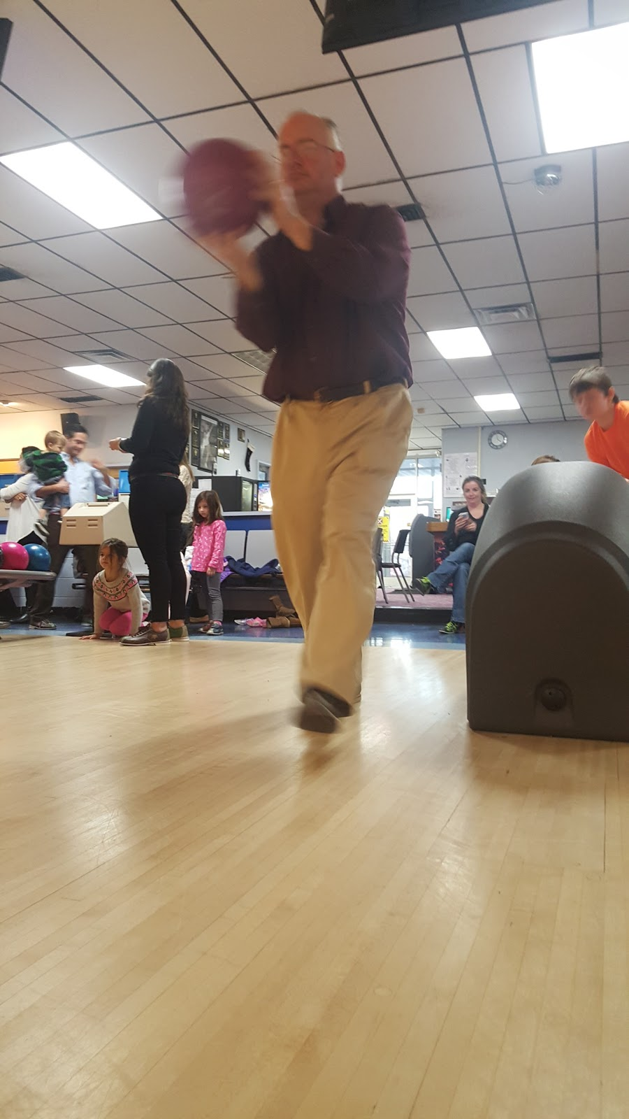 Del Lanes - bowling alley  | Photo 10 of 10 | Address: 4 Bethlehem Ct, Delmar, NY 12054, USA | Phone: (518) 439-2224