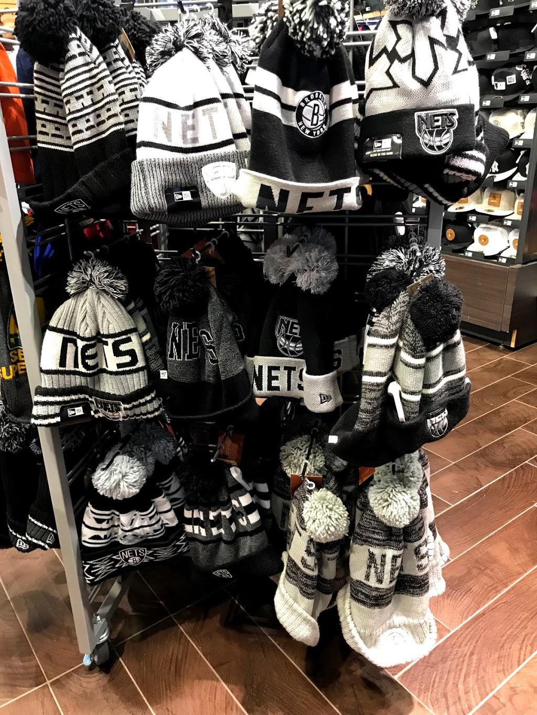 Lids - clothing store    Photo 6 of 8   Address: 1400 Willowbrook Mall #2065, Wayne, NJ 07470, USA   Phone: (973) 256-0040