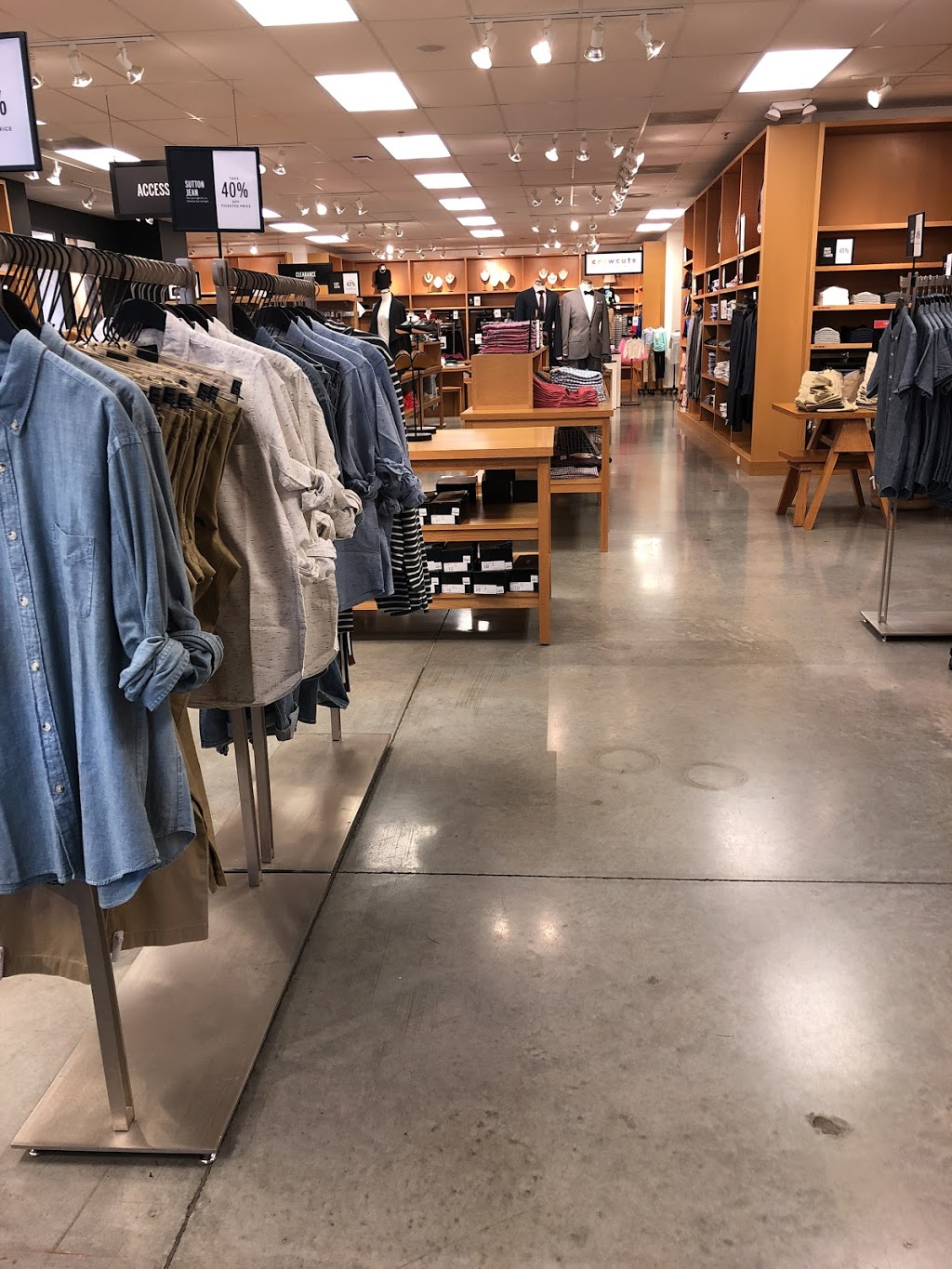 J.Crew Factory - clothing store  | Photo 6 of 10 | Address: 4401 N Interstate Hwy 35 Suite 539, Round Rock, TX 78664, USA | Phone: (512) 869-2096