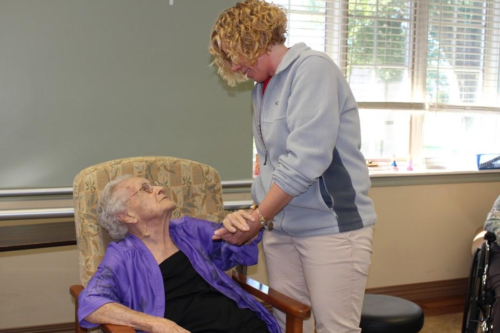 Heritage Health: Therapy & Senior Care - El Paso - physiotherapist    Photo 6 of 10   Address: 555 E Clay St, El Paso, IL 61738, USA   Phone: (309) 527-6240