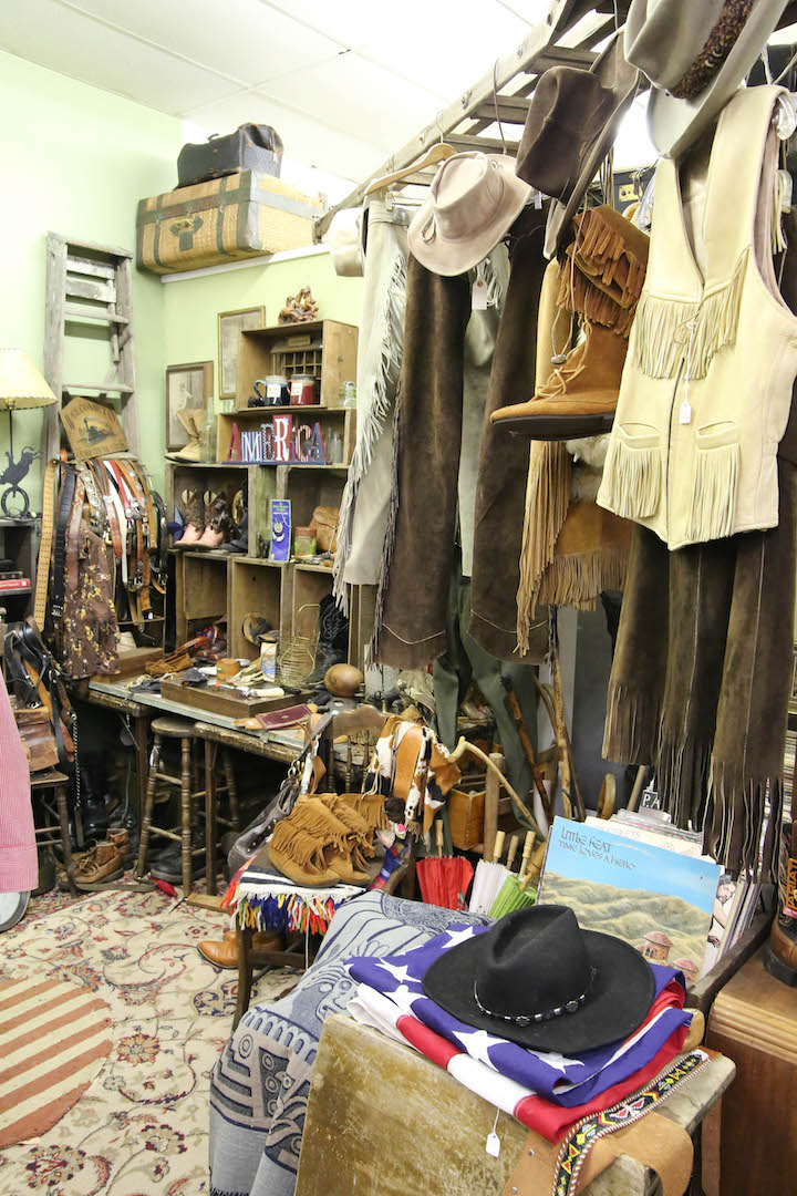 Lalas Vintage - clothing store  | Photo 3 of 10 | Address: 18726 CA-49 Ste 5, Plymouth, CA 95669, USA | Phone: (707) 696-8084
