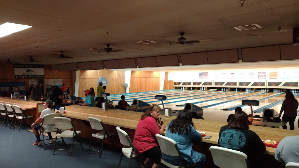 Leesure Lanes - bowling alley  | Photo 4 of 7 | Address: 2249 US-290, Giddings, TX 78942, USA | Phone: (979) 542-3195