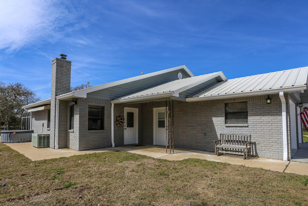 Gray Haus - lodging  | Photo 1 of 10 | Address: 682 Old Comfort Rd, Fredericksburg, TX 78624, USA | Phone: (866) 244-7897