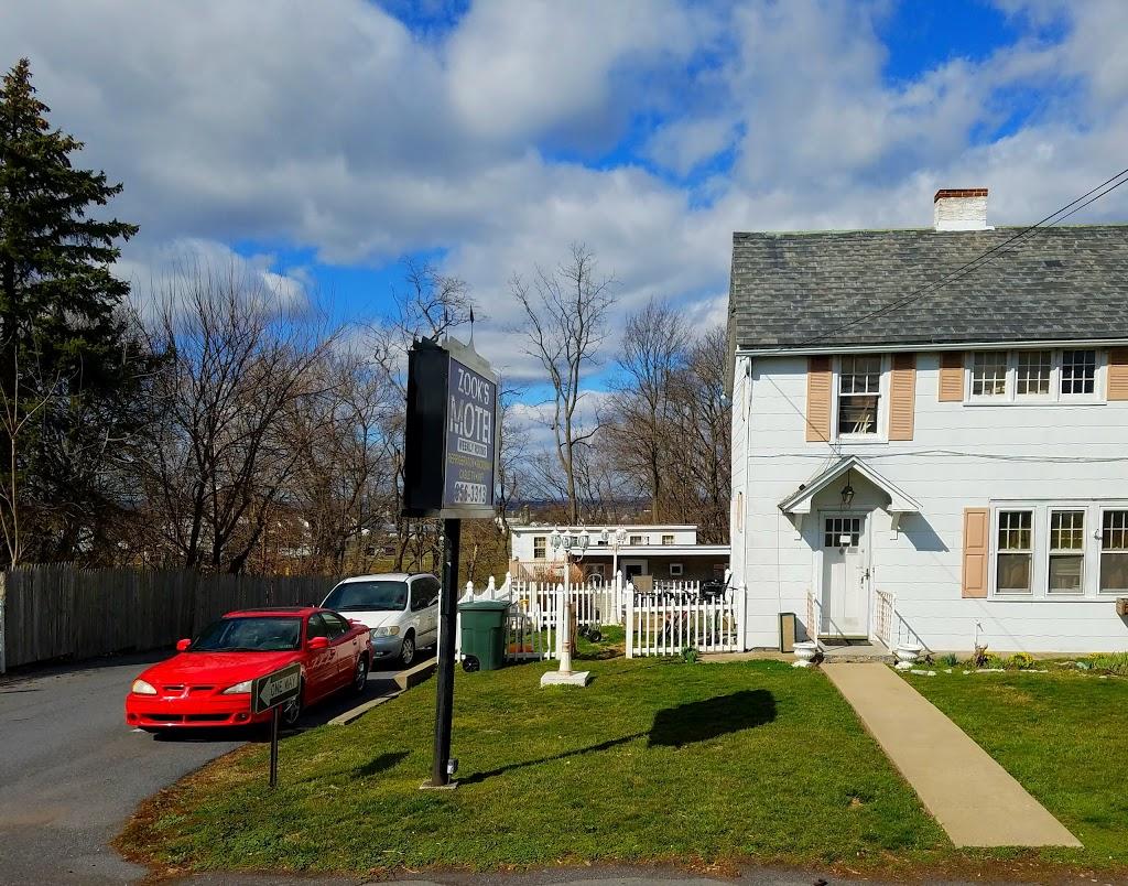 Zooks Motel - lodging  | Photo 5 of 10 | Address: 103 E Main St, Leola, PA 17540, USA | Phone: (717) 656-3313