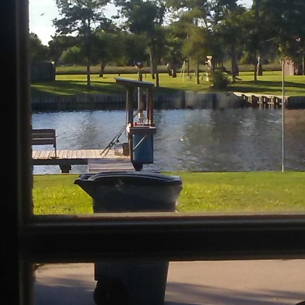 Big Fish Haus Vacation Rental - lodging  | Photo 7 of 10 | Address: 201 Creekside Dr, Sargent, TX 77414, USA | Phone: (979) 493-6121