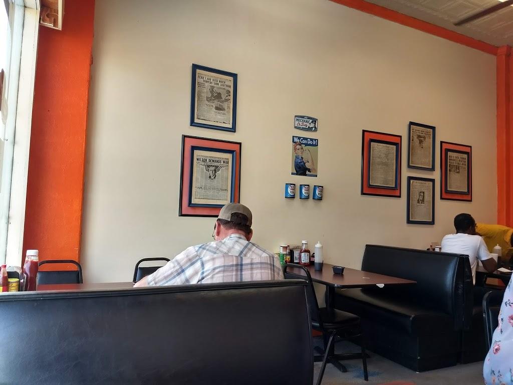 Gulf Station Cafe - cafe    Photo 9 of 10   Address: 1040 San Antonio Ave, Many, LA 71449, USA   Phone: (318) 273-2233
