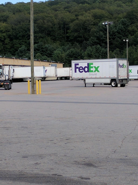 FedEx Ground - moving company  | Photo 5 of 9 | Address: 350 Ruby Rd, Willington, CT 06279, USA | Phone: (800) 463-3339