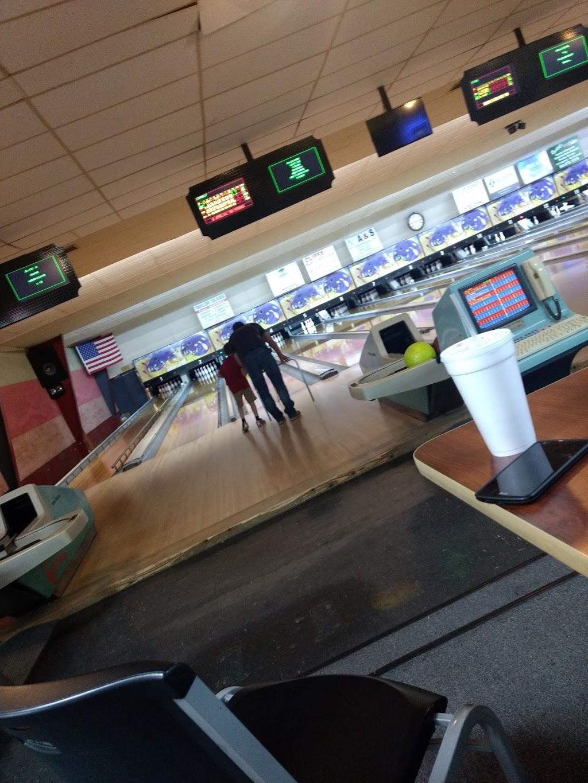 Pleasant Bowl - bowling alley  | Photo 8 of 10 | Address: 754 E 16th St, Mt Pleasant, TX 75455, USA | Phone: (903) 572-0347