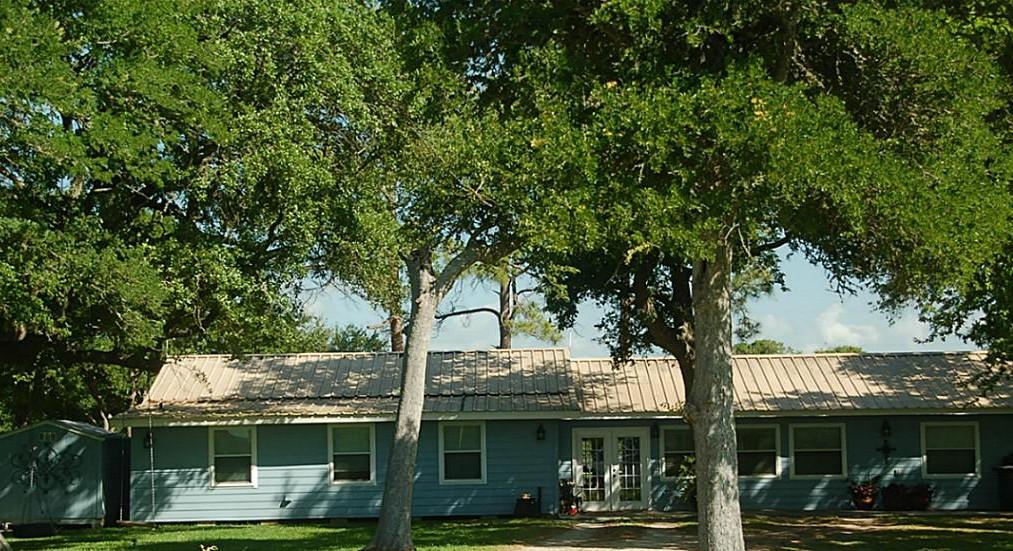 Big Fish Haus Vacation Rental - lodging  | Photo 4 of 10 | Address: 201 Creekside Dr, Sargent, TX 77414, USA | Phone: (979) 493-6121