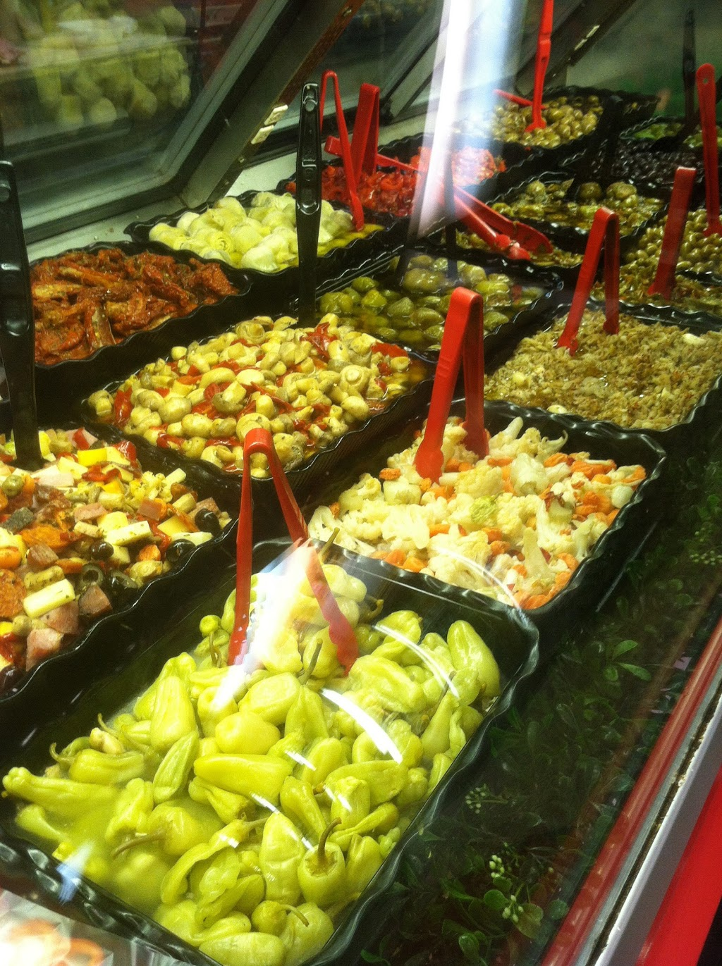 Montalbanos - restaurant    Photo 4 of 10   Address: 1140 Bay St, Staten Island, NY 10305, USA   Phone: (718) 448-8077