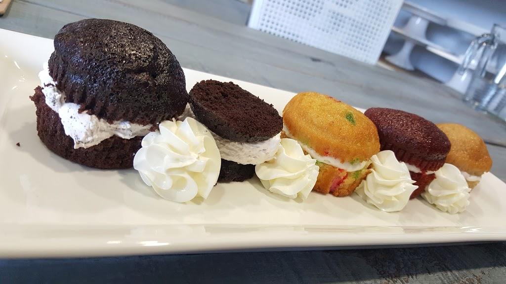 Simply Sweet Cakery - bakery  | Photo 6 of 10 | Address: 2930 Grace Ln f, Costa Mesa, CA 92626, USA | Phone: (714) 444-2278