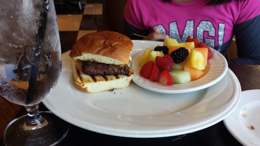 Golfers Lounge - restaurant  | Photo 2 of 6 | Address: 1 Trump National Dr, Rancho Palos Verdes, CA 90275, USA | Phone: (310) 303-3260