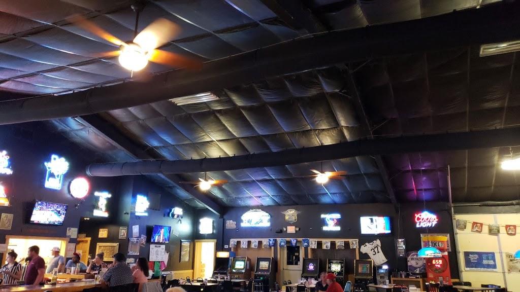 Bullpen Bar & Grill - restaurant  | Photo 4 of 10 | Address: 2156 Co Rd 217, Giddings, TX 78942, USA | Phone: (979) 366-2500