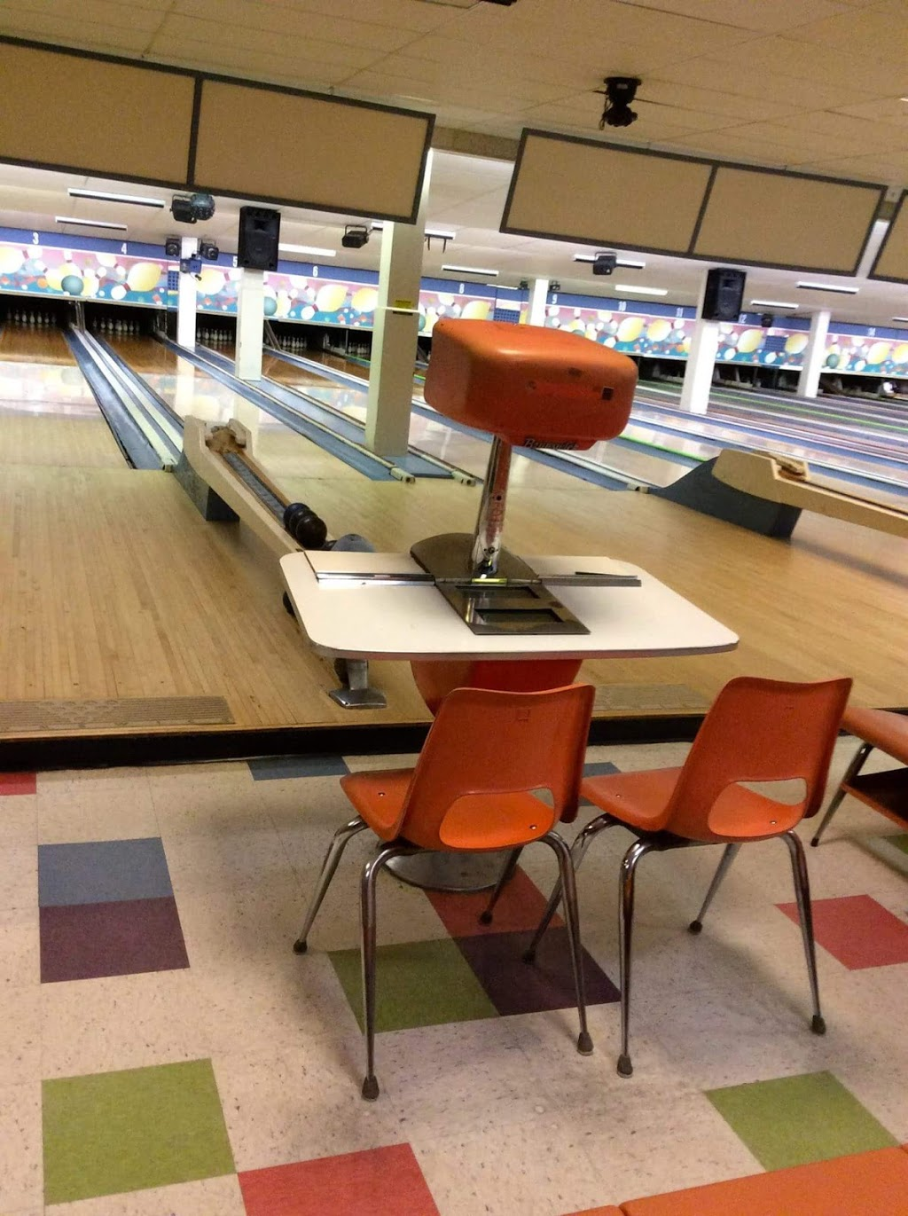 White Oak Bowling Lanes - bowling alley  | Photo 9 of 10 | Address: 11207 New Hampshire Ave, Colesville, MD 20904, USA | Phone: (301) 593-3000