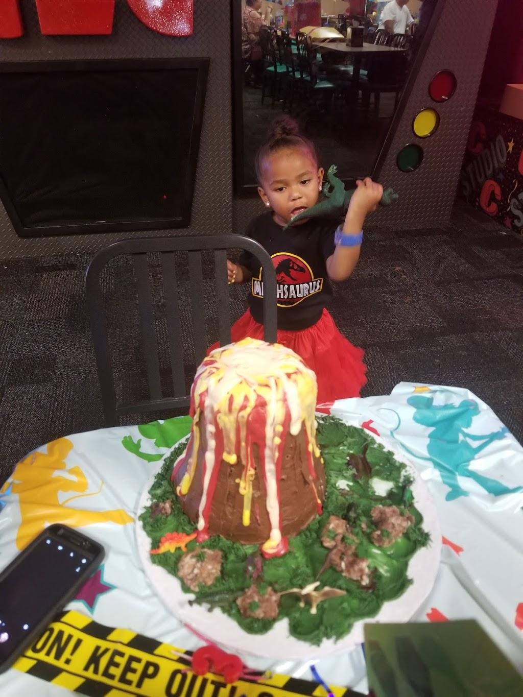 Lindas Cakes n Things - bakery  | Photo 3 of 4 | Address: 22021 Mid Way, Tehachapi, CA 93561, USA | Phone: (661) 972-4361