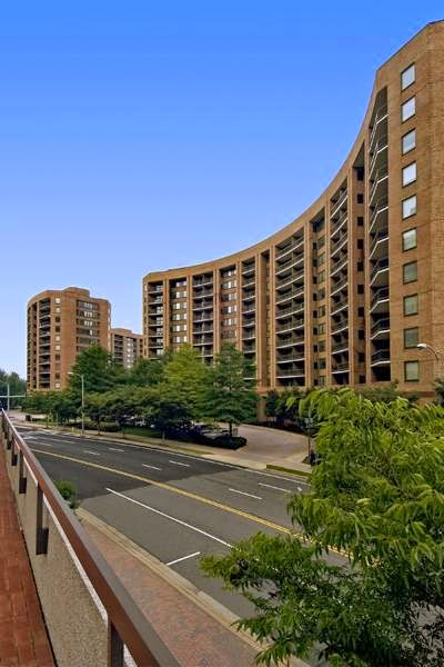 Water Park Towers Apartments - real estate agency  | Photo 6 of 10 | Address: 1501/1505 Crystal Dr, Arlington, VA 22202, USA | Phone: (703) 418-1000