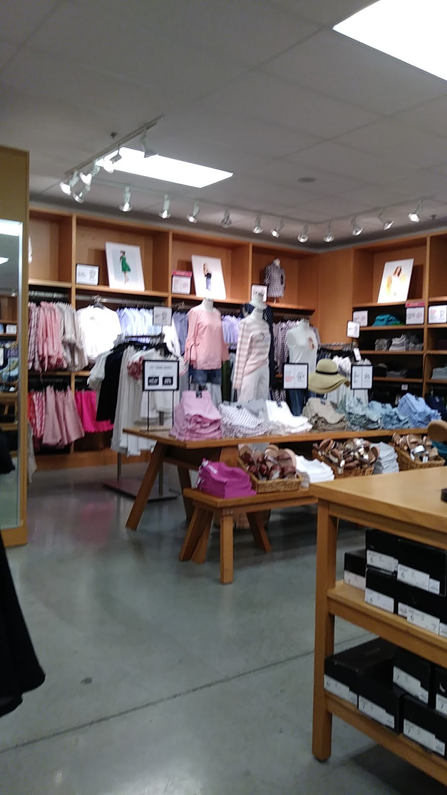 J.Crew Factory - clothing store  | Photo 10 of 10 | Address: 4401 N Interstate Hwy 35 Suite 539, Round Rock, TX 78664, USA | Phone: (512) 869-2096