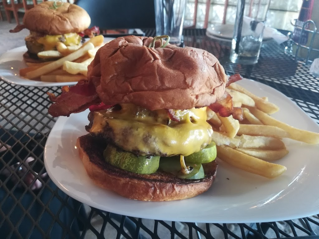 South Shore Bar & Grill - restaurant  | Photo 9 of 10 | Address: 225 Ellis St, Staten Island, NY 10307, USA | Phone: (718) 227-2258