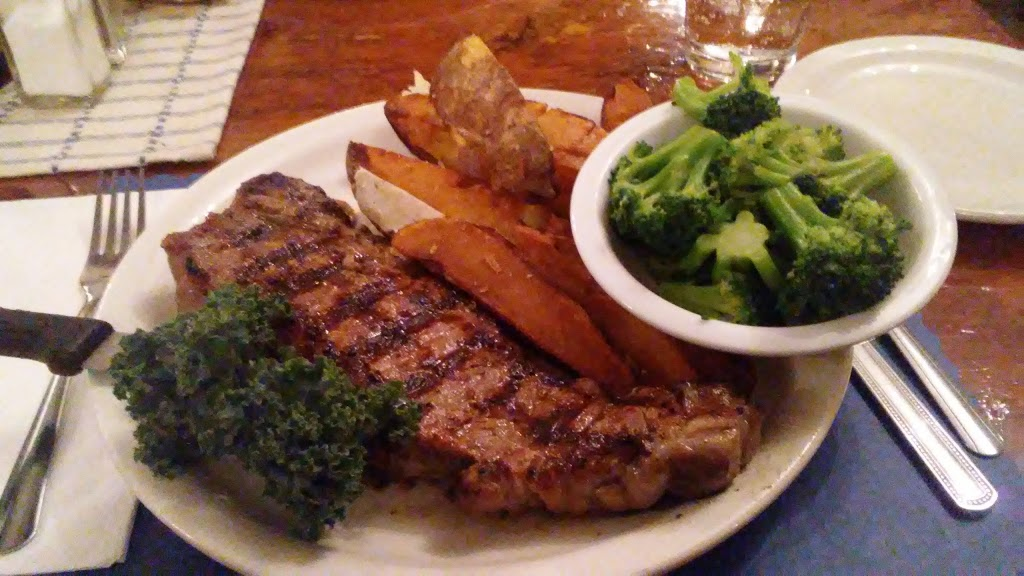 French King Restaurant - lodging    Photo 7 of 10   Address: 129 French King Hwy, Erving, MA 01344, USA   Phone: (413) 423-3328