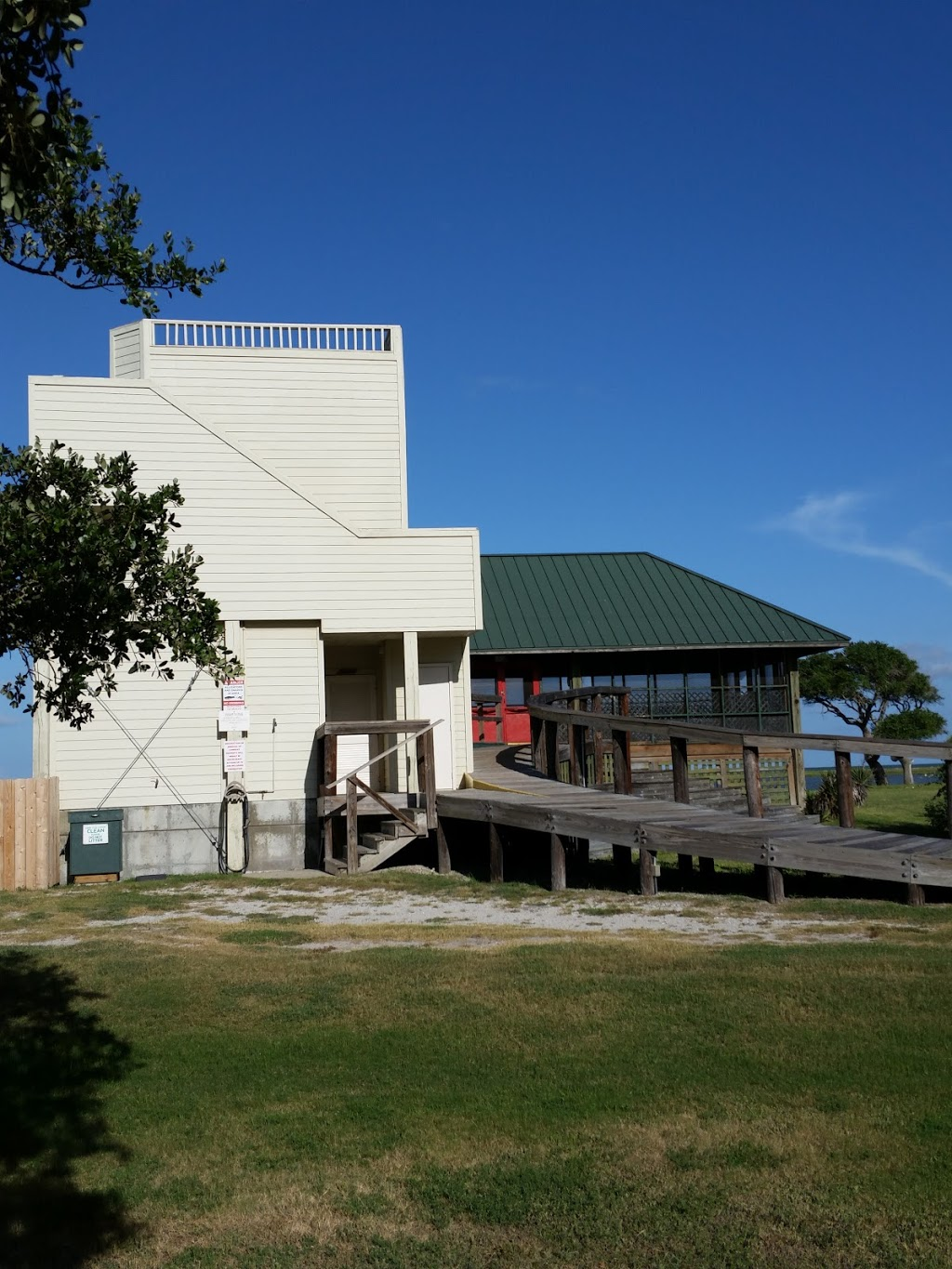 HEB Live Oak Point Lodge - lodging  | Photo 1 of 10 | Address: 5602 Highway 35 North, Rockport, TX 78382, USA | Phone: (361) 729-7108