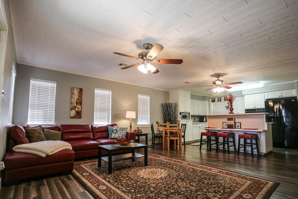 Gray Haus - lodging  | Photo 4 of 10 | Address: 682 Old Comfort Rd, Fredericksburg, TX 78624, USA | Phone: (866) 244-7897