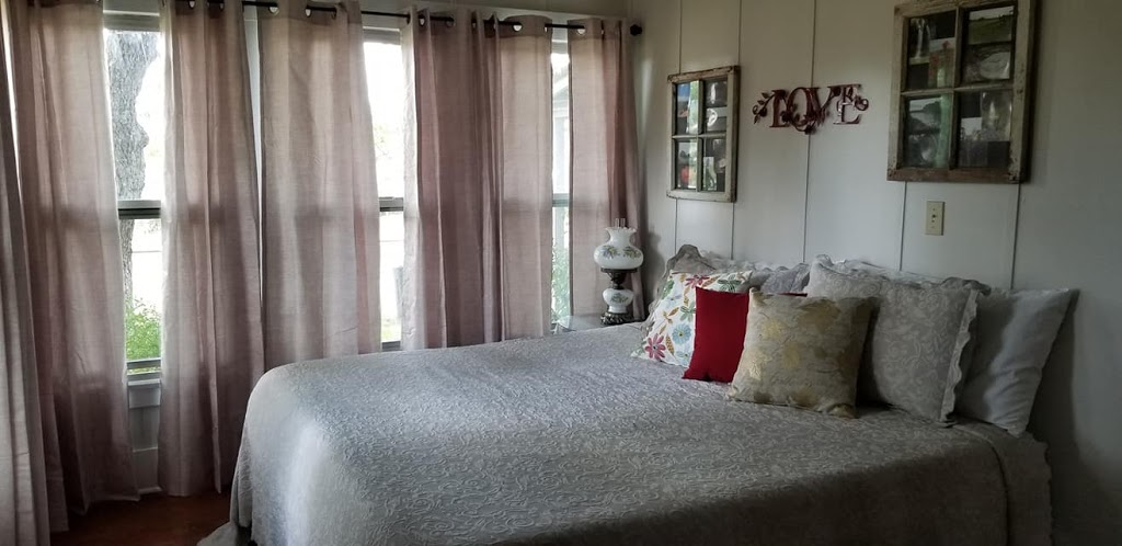 Country Quiet Guesthouse - lodging    Photo 4 of 10   Address: 579 Quiet Dr, Fredericksburg, TX 78624, USA   Phone: (830) 997-5612