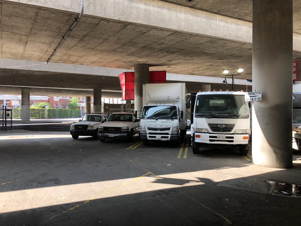 LA TRUCKS CENTER - car repair  | Photo 4 of 10 | Address: 965 W Washington Blvd, Los Angeles, CA 90015, USA | Phone: (213) 748-8686
