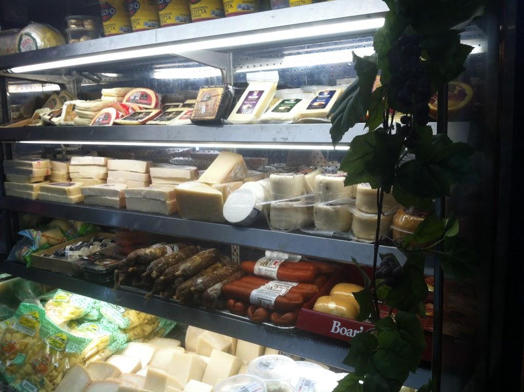 Montalbanos - restaurant    Photo 1 of 10   Address: 1140 Bay St, Staten Island, NY 10305, USA   Phone: (718) 448-8077