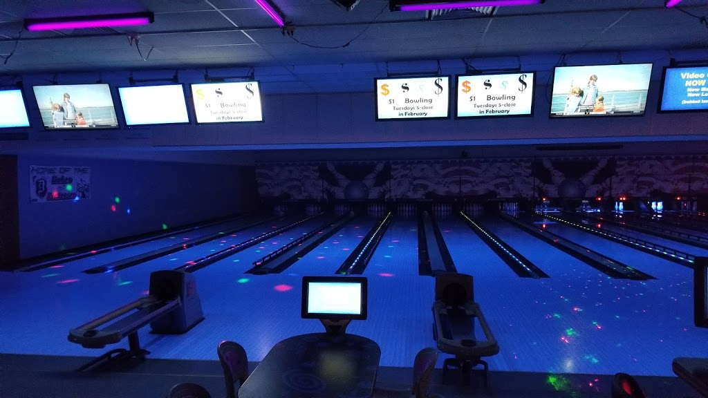 Plum Hollow Family Center - bowling alley  | Photo 3 of 10 | Address: 1933 IL-26, Dixon, IL 61021, USA | Phone: (815) 271-4101