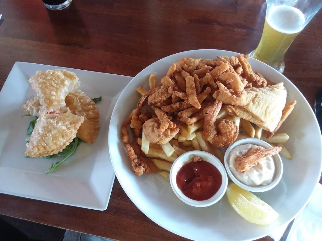 South Shore Bar & Grill - restaurant  | Photo 4 of 10 | Address: 225 Ellis St, Staten Island, NY 10307, USA | Phone: (718) 227-2258