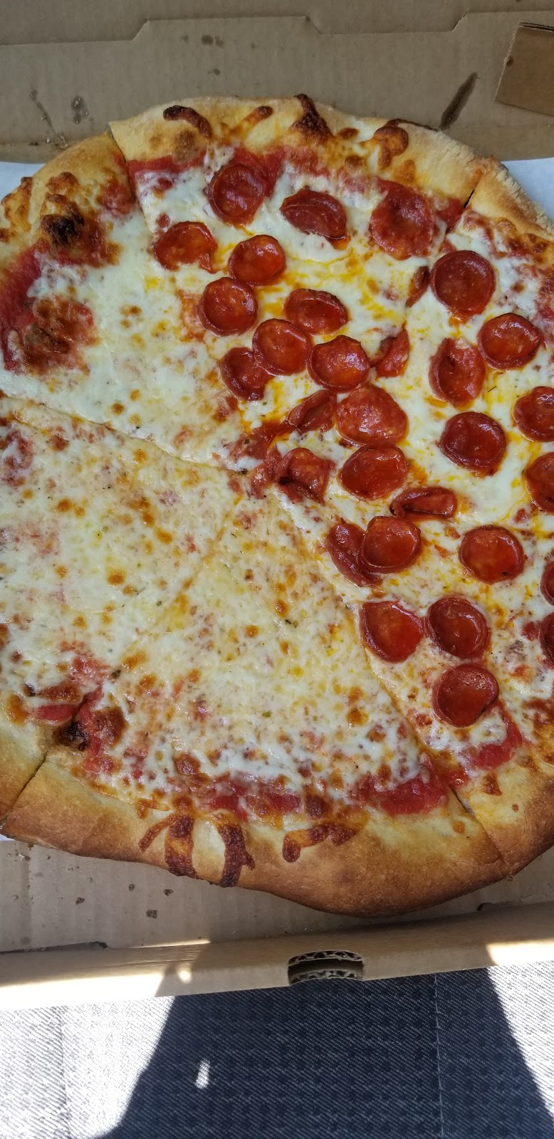 Rounders Pizzeria - restaurant    Photo 10 of 10   Address: 18653 Ranch Rd 1431, Jonestown, TX 78645, USA   Phone: (512) 267-7777